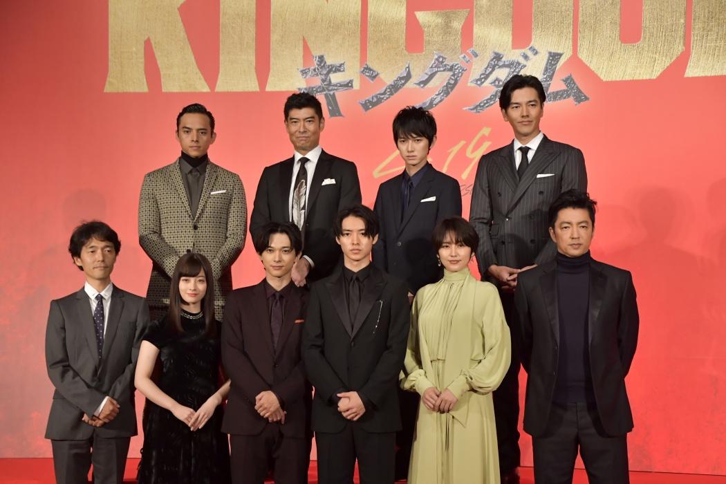映画『キングダム』の製作発表会見が9日、都内にて行われ、主演の山﨑賢人をはじめとする9人の豪華キャストと佐藤信介監督らが登壇した。